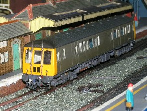 Solihull Model Railway Circle - Diesel Multiple Unit Class 122